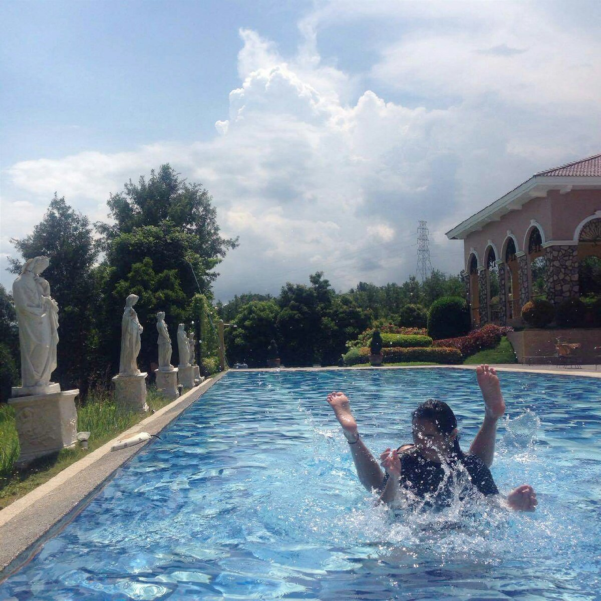 @Talisay Azienda Milan //Enjoying our day, playing at the pool ??