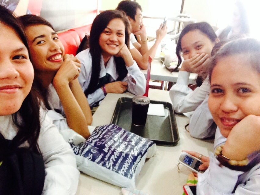 Lunchtime,at,jollibee,with,girlfriends